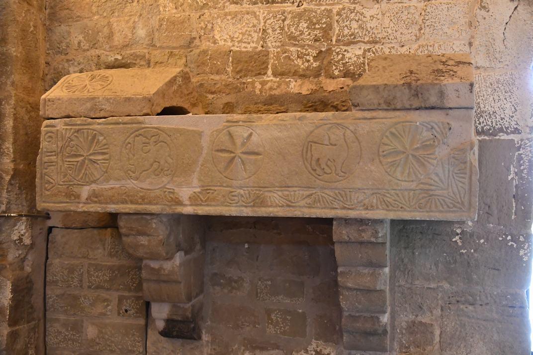 Sarcòfag de l'església-canònica de Sant Pere de Ponts