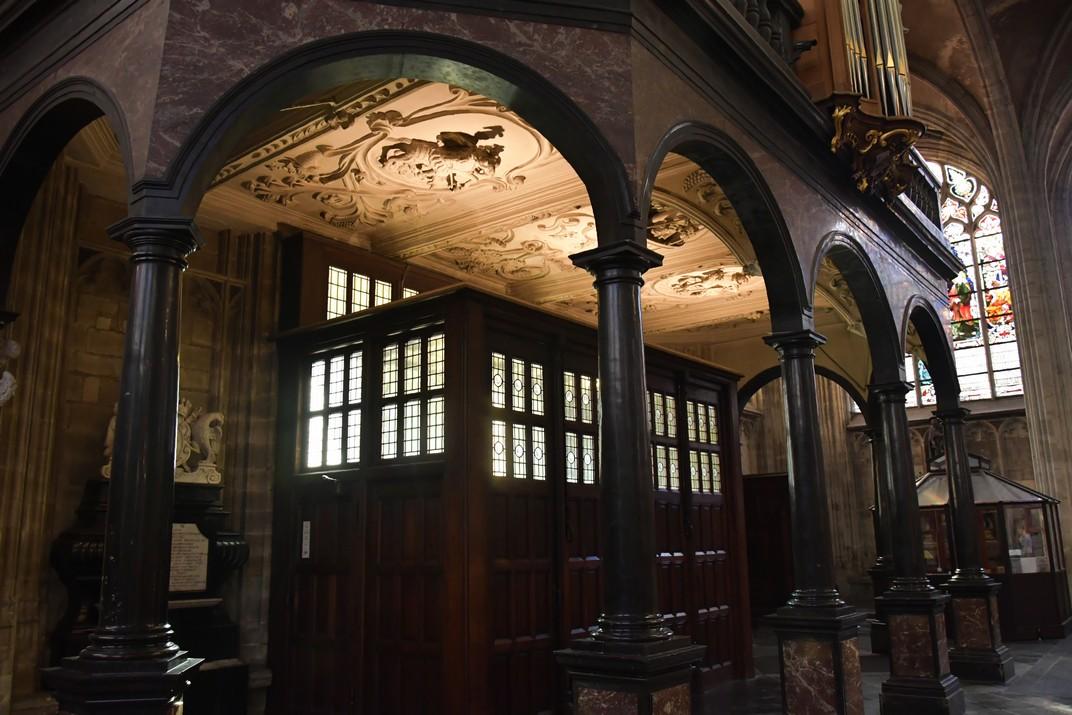 Tribuna de l'església de Nostra Senyora de les Victòries del Sablon de Brussel·les
