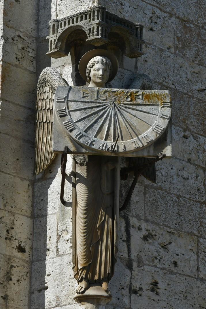 Àngel amb rellotge de sol de la Catedral de Chartres