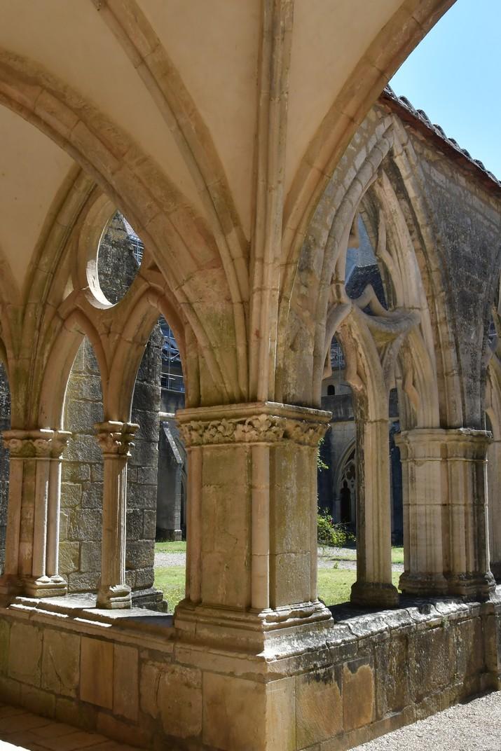 Arcs gòtics del claustre de l'abadia de Noirlac