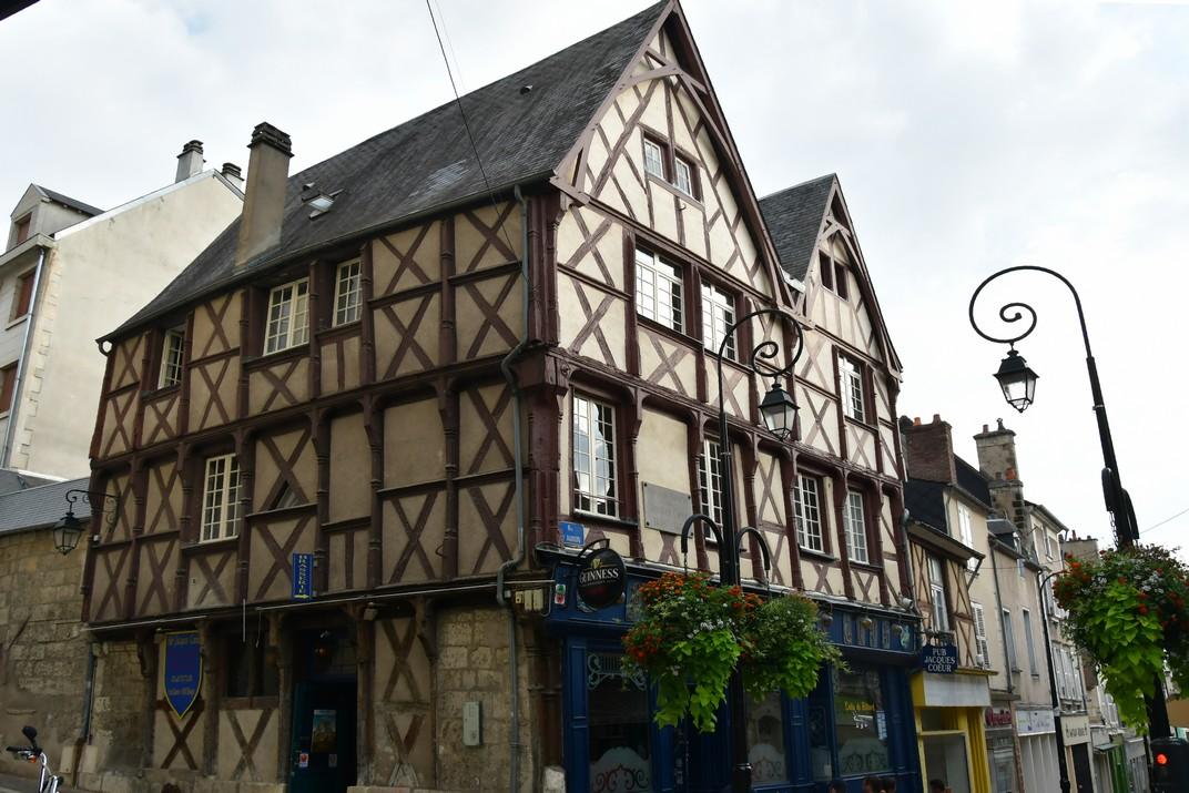 Casa natal d'entramat de fusta de Jacques Coeur de Bourges