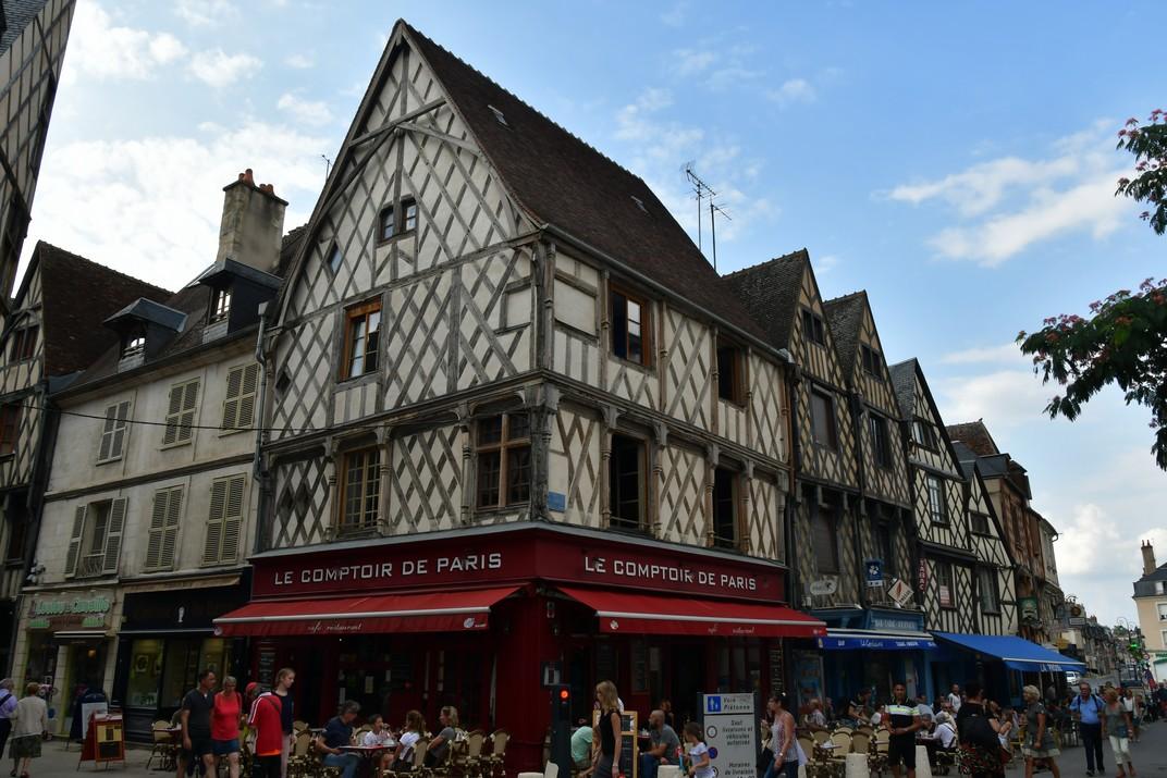Cases d'entramat de fusta de la plaça Gordaine de Bourges