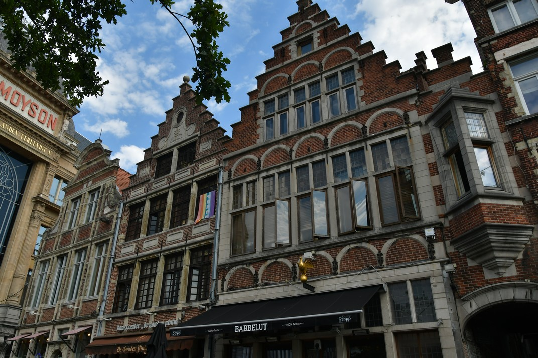 Cases gremials de la Plaça del Mercat del Divendres de Gant