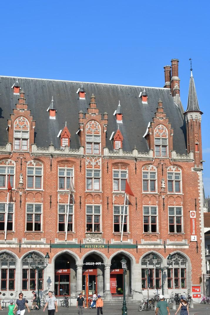 Correus de la plaça del Mercat Gran de Bruges