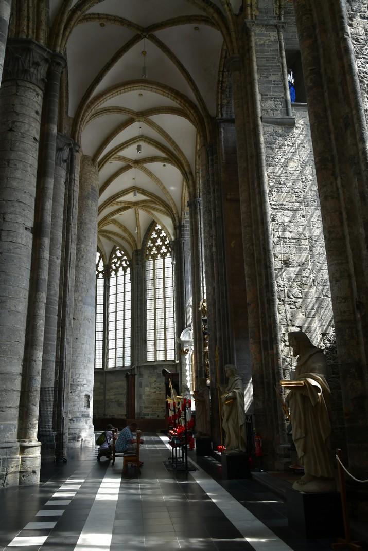 Deambulatori de l'església de Sant Nicolau de Gant