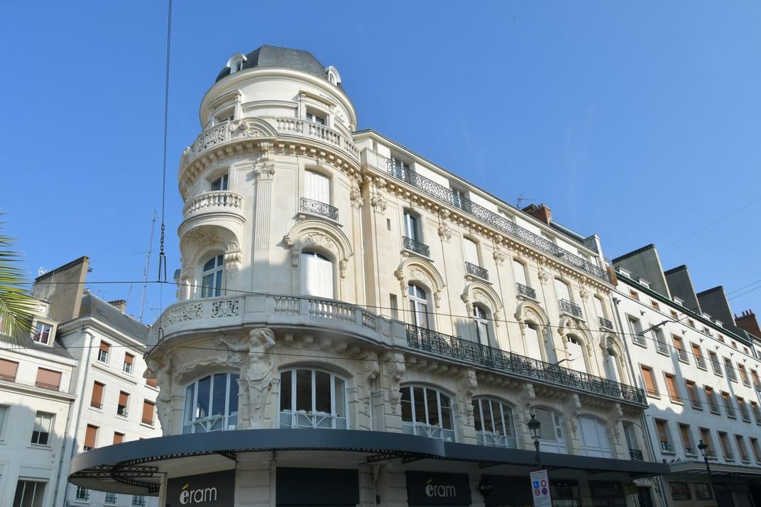 Edifici La Rotonda de la plaça del Martroi d'Orleans