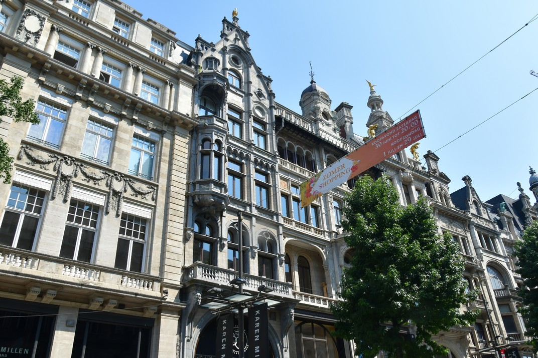 Edifici singular eclèctic del carrer Meir d'Anvers