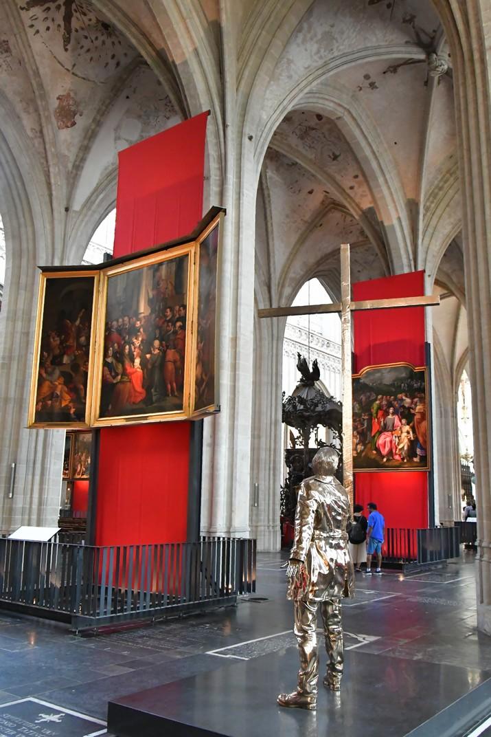 Escultura de la Creu de la Catedral de Nostra Senyora d'Anvers