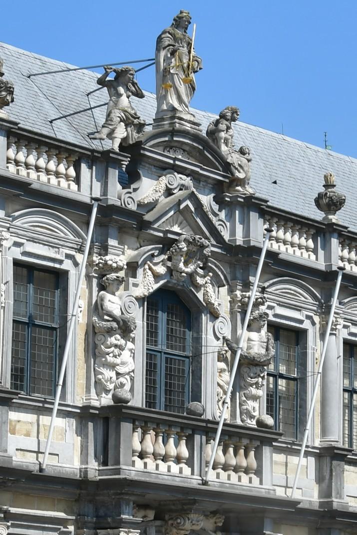 Escultura de la Justícia del Palau Episcopal de Bruges