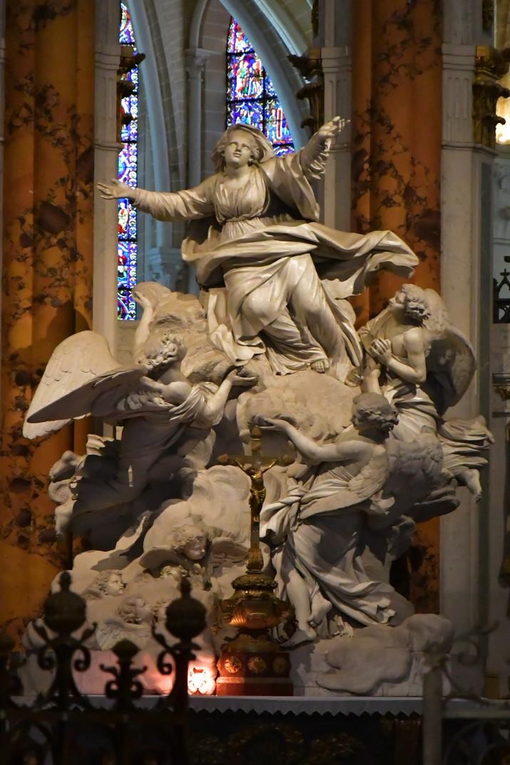 Escultura de l'Assumpció de Maria de l'altar major de la Catedral de Chartres