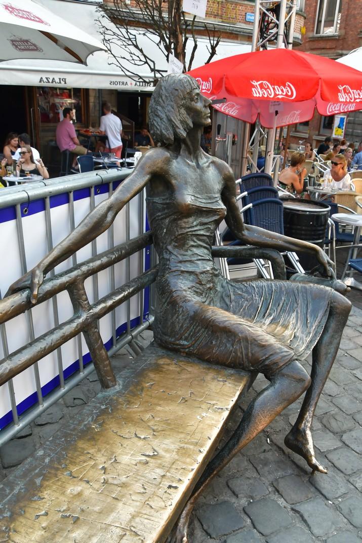 Escultura Kotmadam de la plaça del Mercat Vell de Lovaina