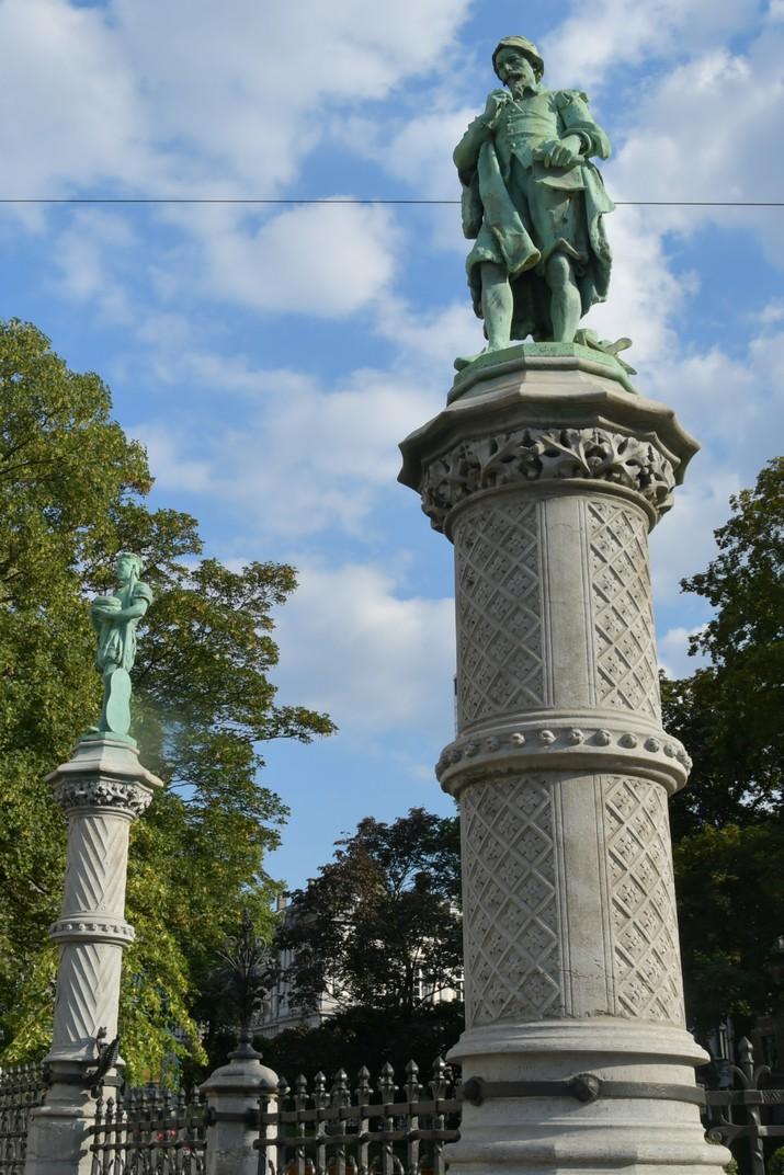 Estàtues dels antics oficis de la plaça del Petit Sablon Brussel·les