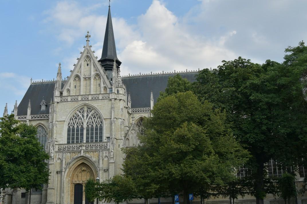 Façana nord de l'església de Nostra Senyora de les Victòries del Sablon de Brussel·les