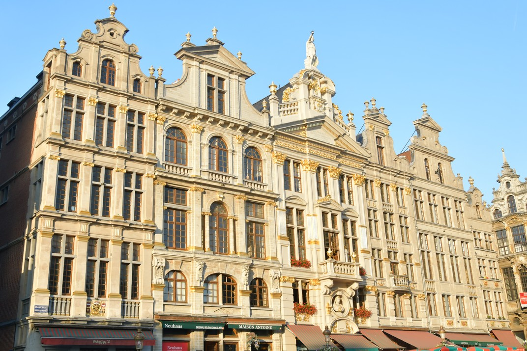 Façana nord-est de la Gran Plaça de Brussel·les