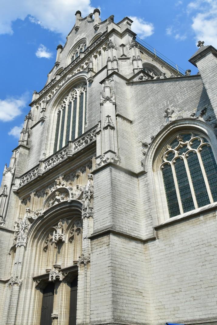 Façana principal de l'església de Sant Pau d'Anvers