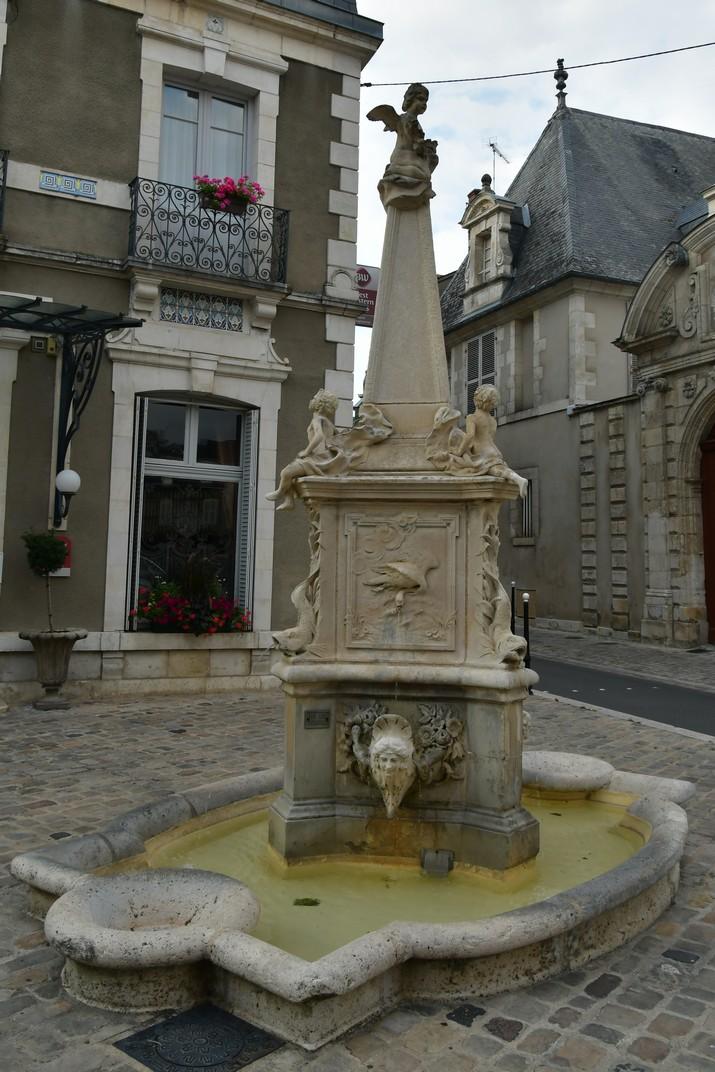 Font de la plaça dels 4 Pilars de Bourges