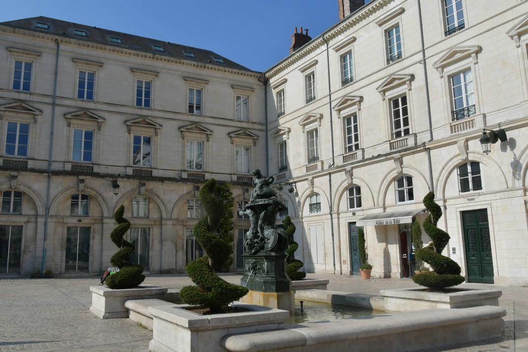 Fonts dels Tritons de la plaça Santa Creu d'Orleans