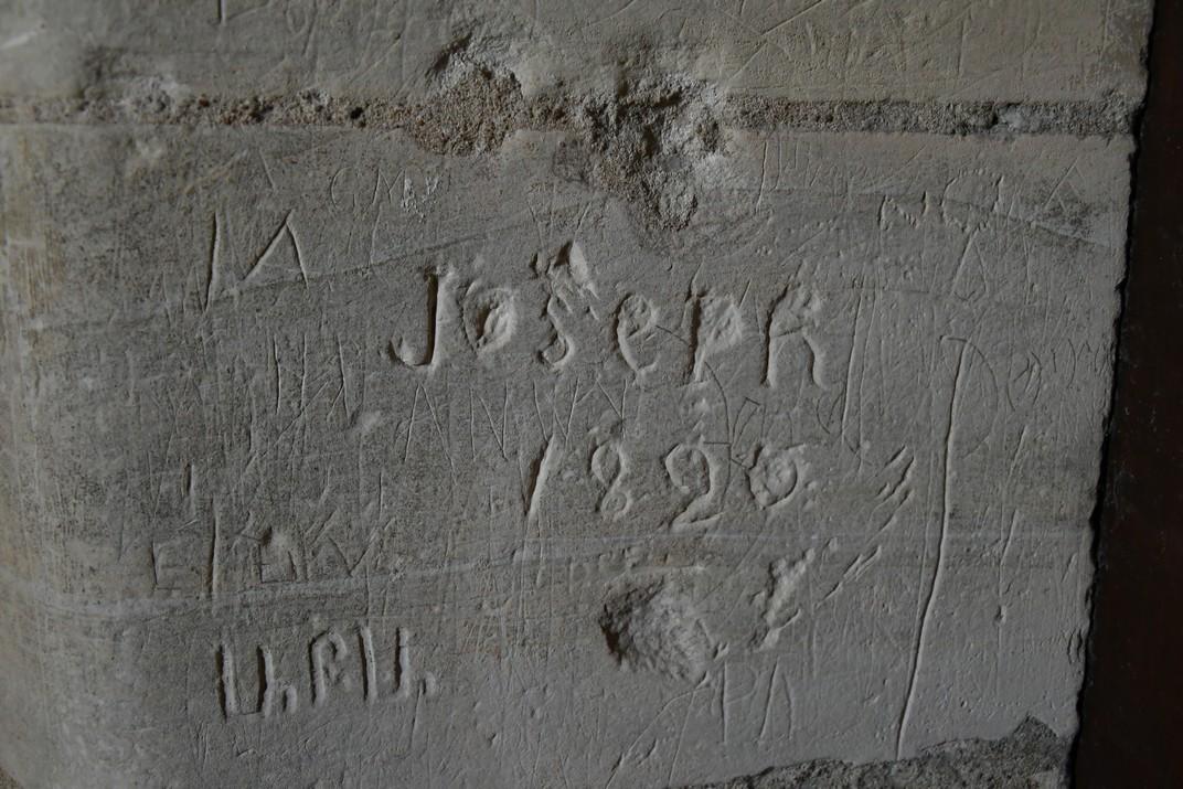 Inscripció de la torre nord de la Catedral de Bourges