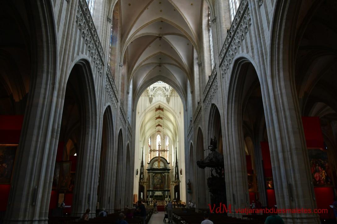 Interior - nau central de la Catedral de Nostra Senyora d'Anvers