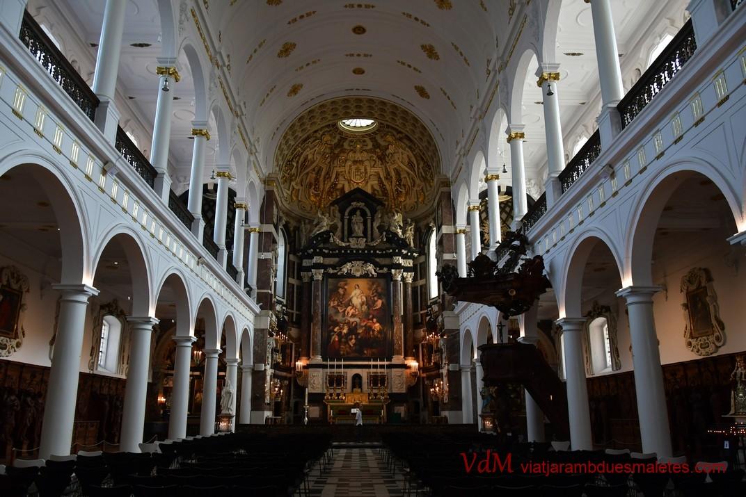 Interior - nau central de l'església de Sant Carles Borromeo d'Anvers