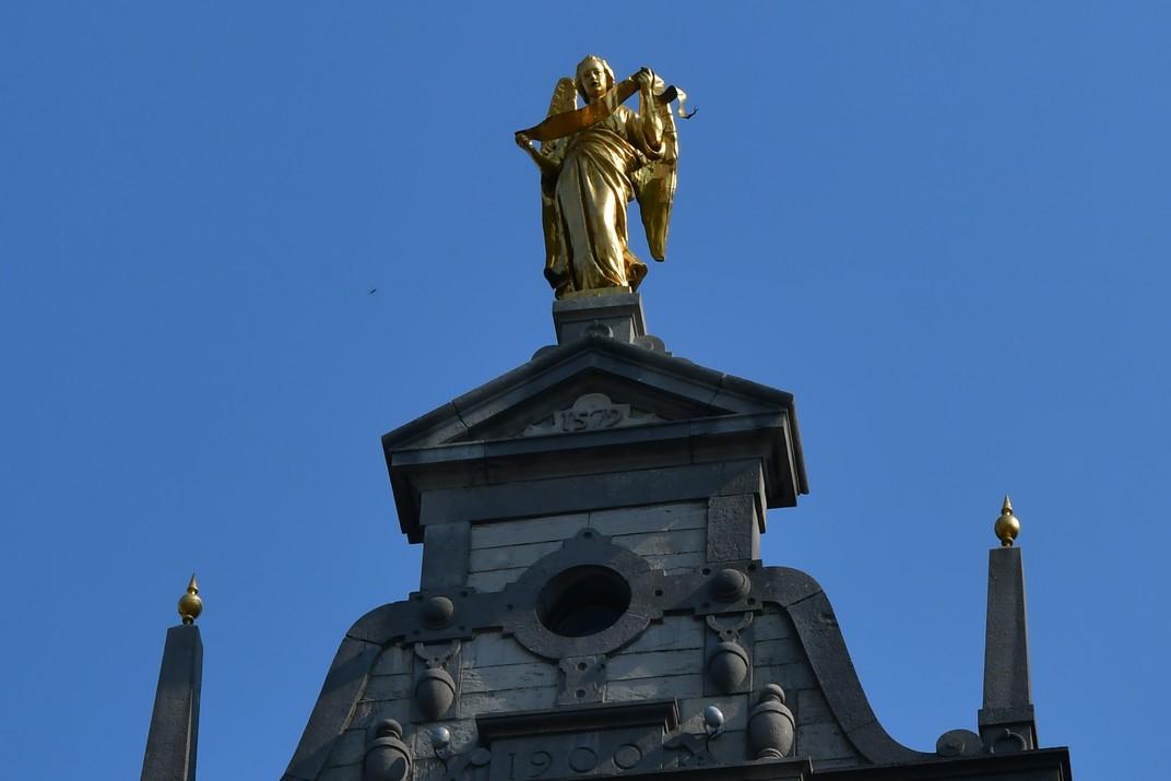 L'Àngel de les cases gremials de la plaça del Mercat Gran d'Anvers