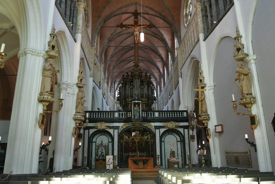Nau central de l'església de Nostra Senyora de Bruges