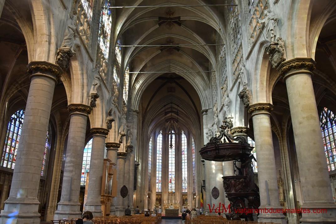 Nau central de l'església de Nostra Senyora de les Victòries del Sablon de Brussel·les