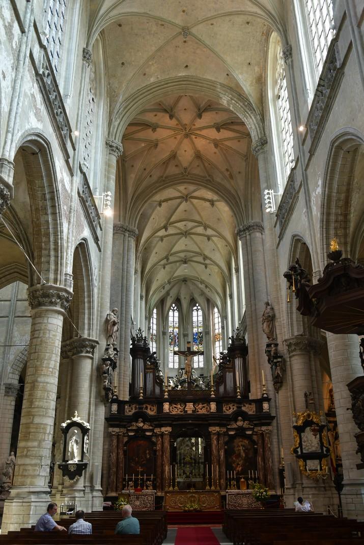 Nau central de l'església de Sant Jaume d'Anvers