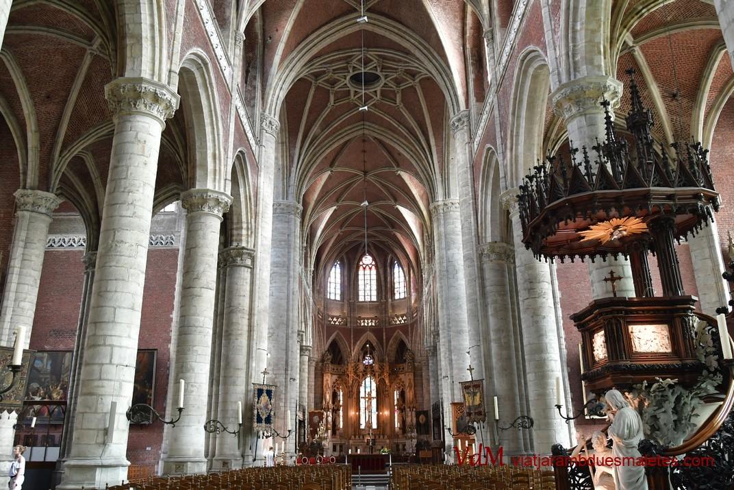 Nau central de l'església de Sant Miquel de Gant