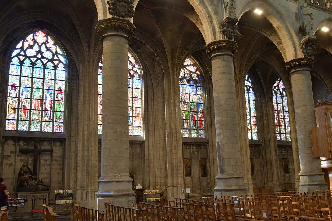 Naus de l'església de Nostra Senyora de les Victòries del Sablon de Brussel·les