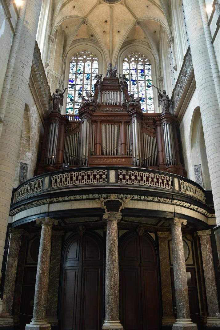 Orgue de l'entrada de la torre de l'església de Sant Jaume d'Anvers