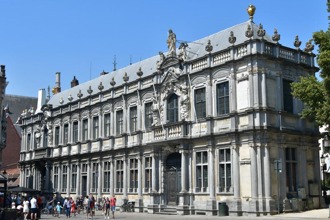 Palau Episcopal de Bruges