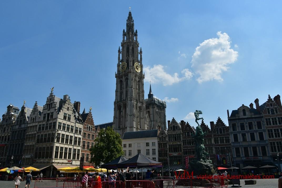 Plaça del Mercat Gran i Torre de la Catedral d'Anvers