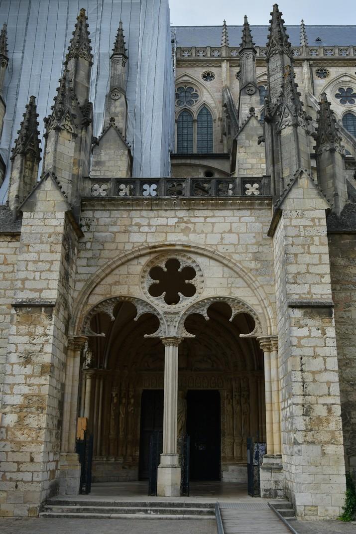 Porta sud de la Catedral de Bourges