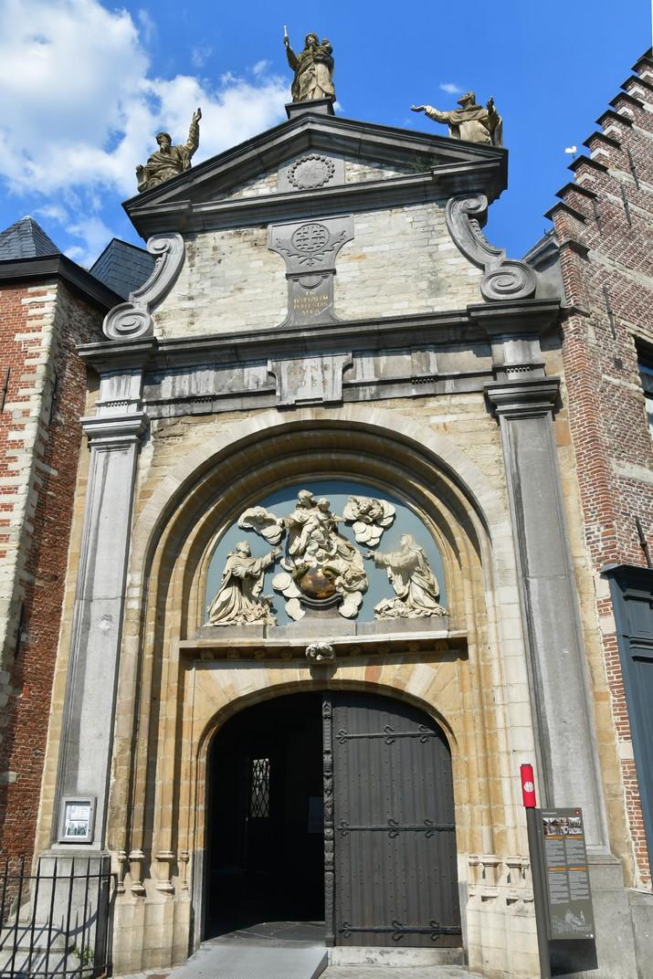 Pòrtic barroc de l'església de Sant Pau d'Anvers