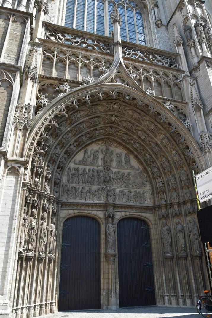 Pòrtic de la façana principal de la Catedral de Nostra Senyora d'Anvers