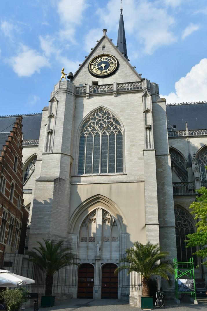 Pòrtic del Creuer sud de l'església de Sant Pere de Lovaina