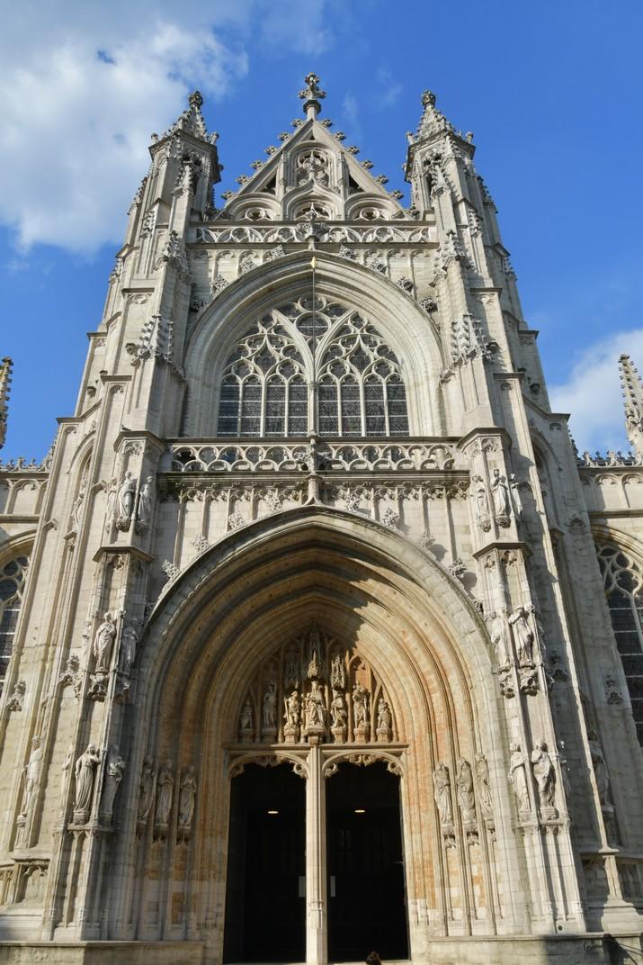 Pòrtic principal de l'església de Nostra Senyora de les Victòries del Sablon de Brussel·les