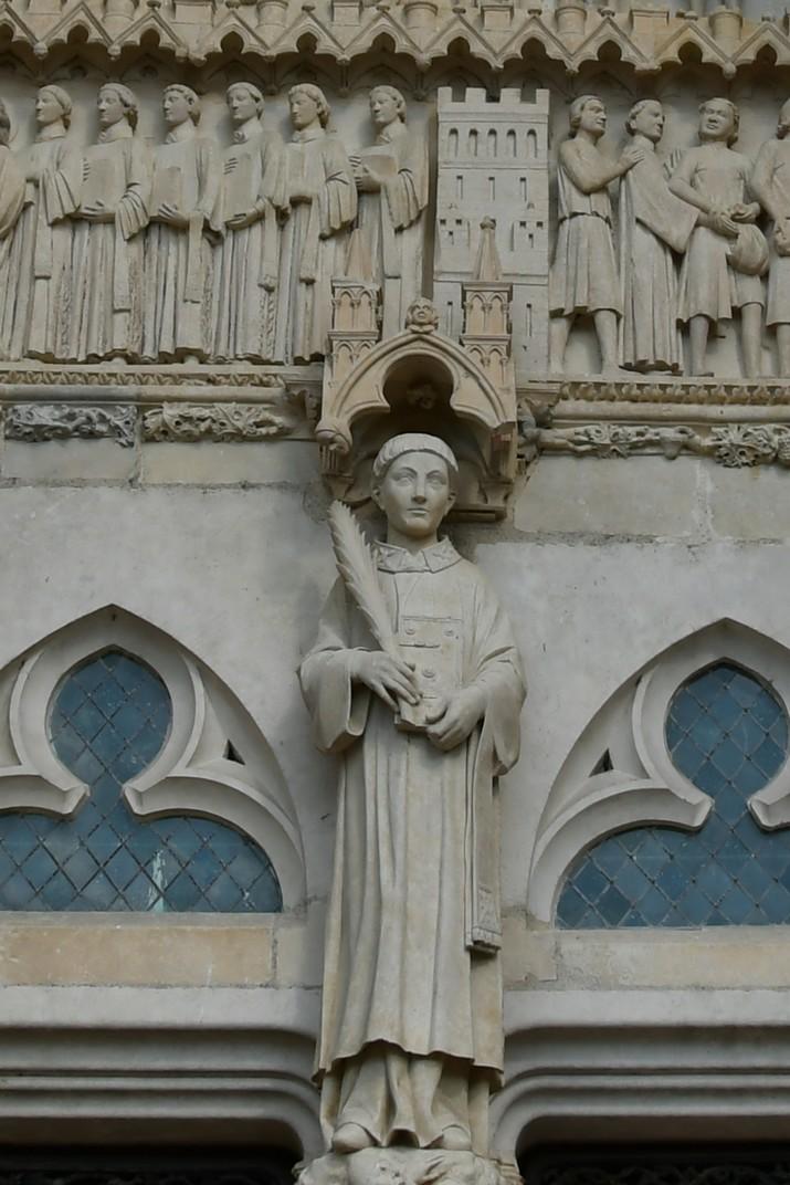Representació de sant Esteve a la façana occidental de la Catedral de Bourges