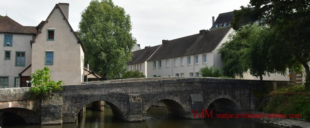 Riu Eure al seu pas per Chartres