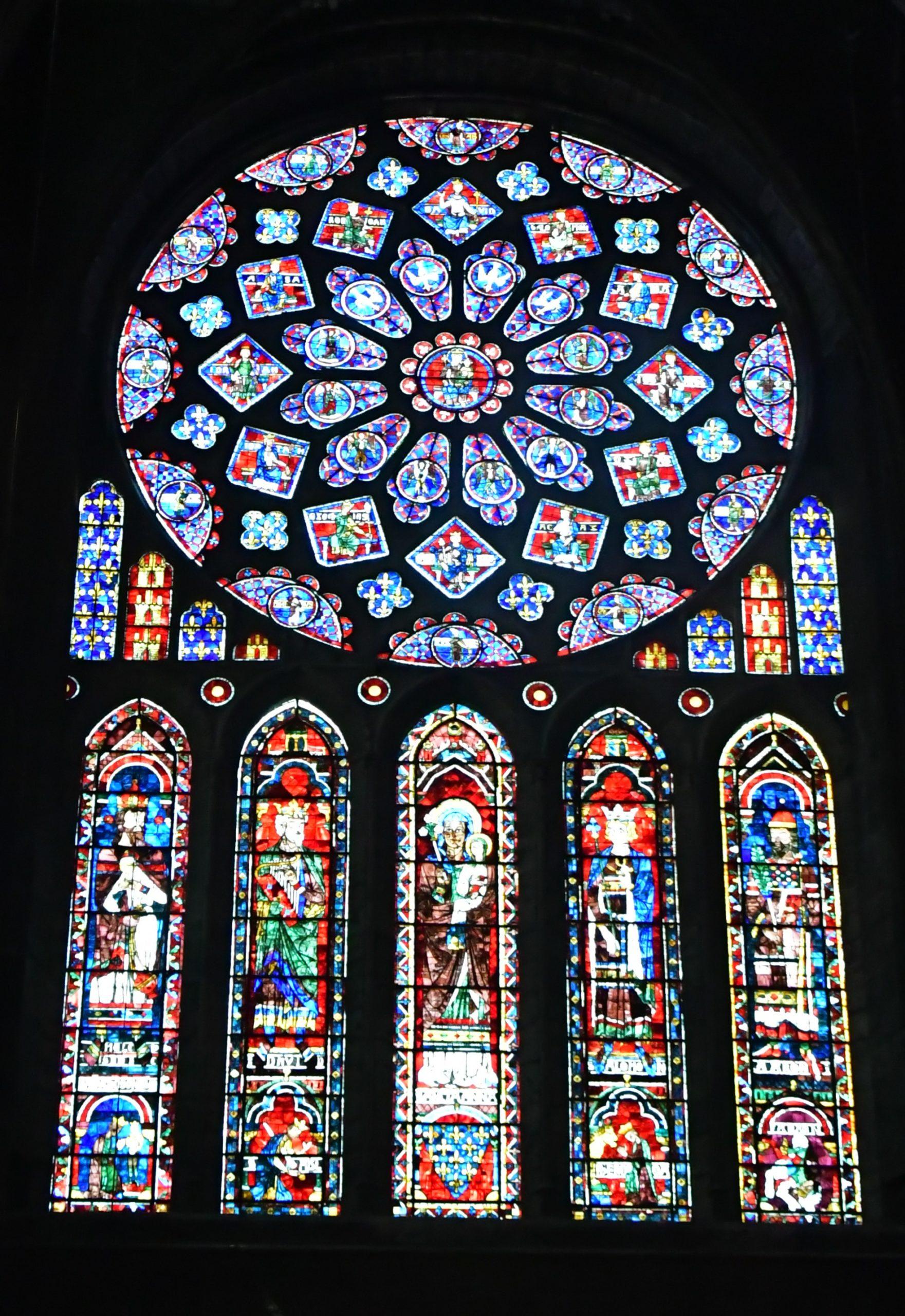 Rosassa i vitralls del transsepte nord de la Catedral de Chartres