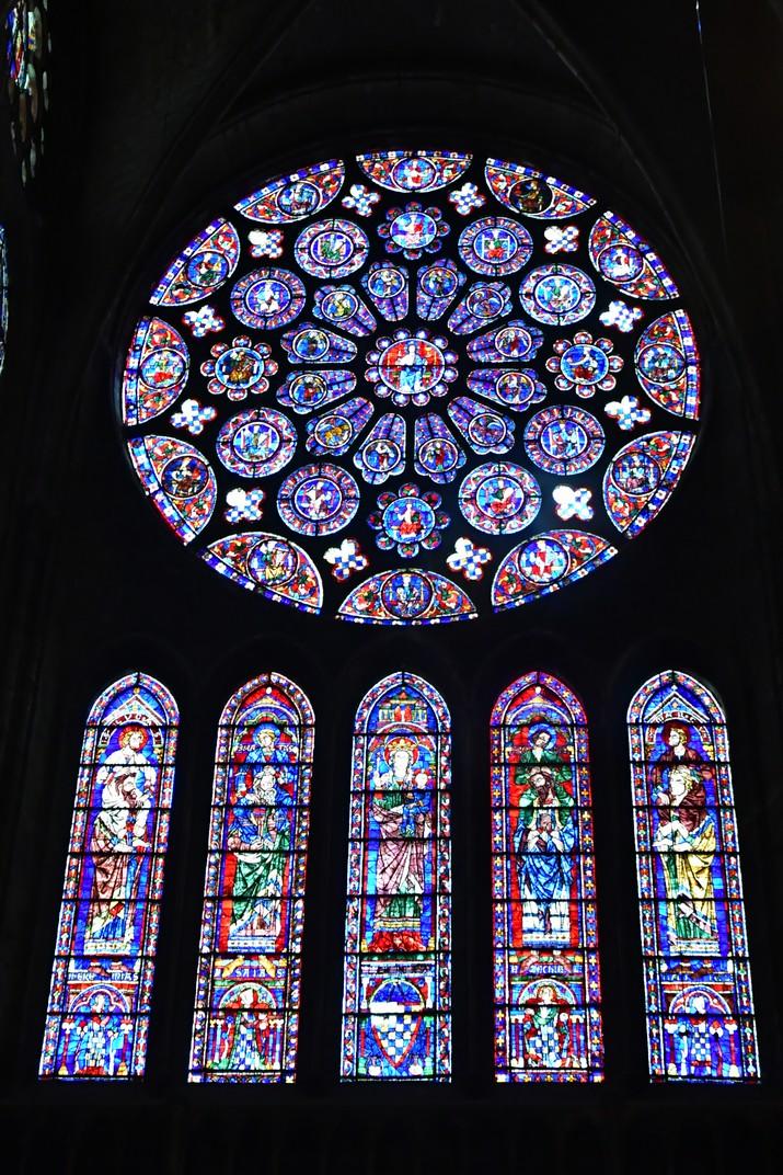 Rosassa i vitralls del transsepte sud de la Catedral de Chartres