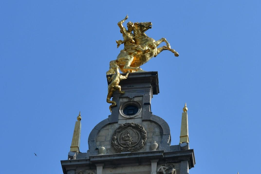 Sant Jordi de les cases gremials de la plaça del Mercat Gran d'Anvers