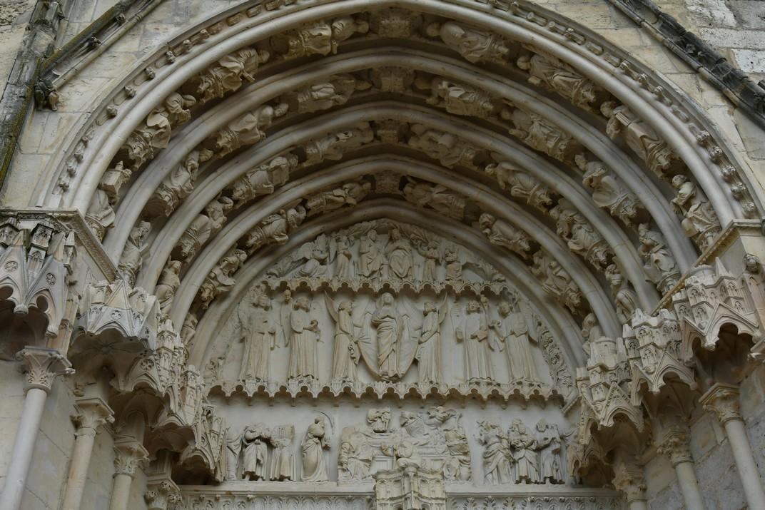 Timpà de santa Maria de la façana occidental de la Catedral de Bourges