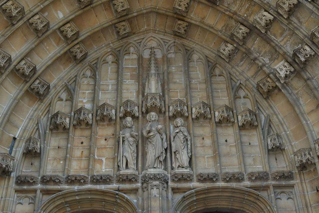 Timpà del pòrtic de la Catedral de Sant Bavó de Gant