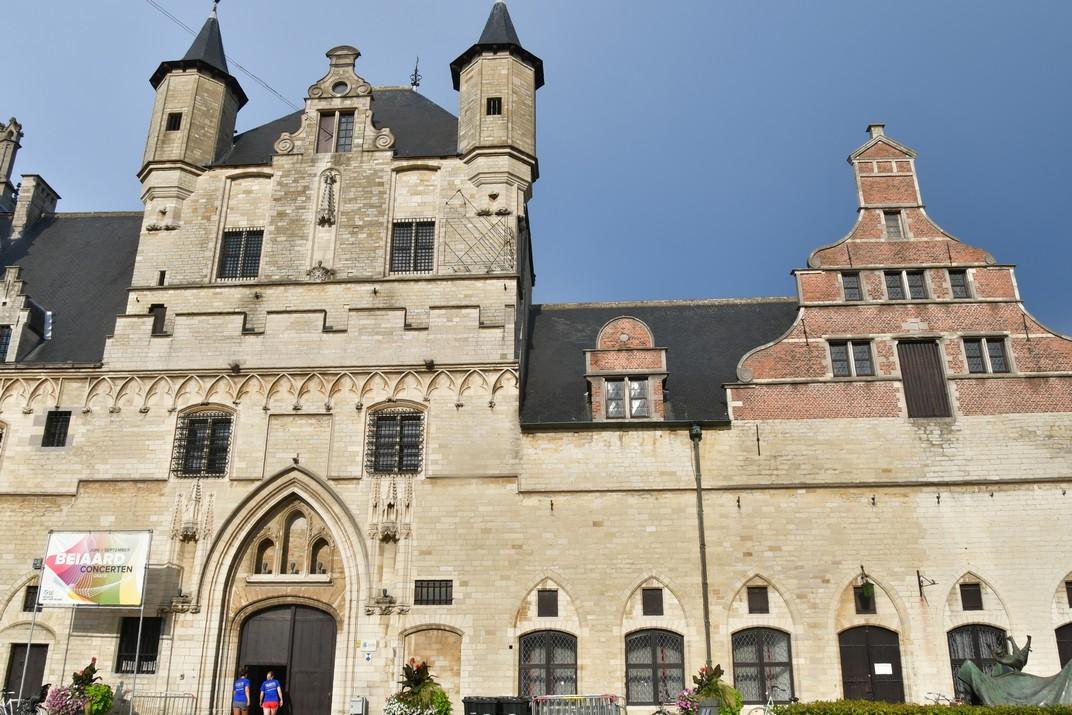 Torre cívica i Llotja de Draps de l'Ajuntament de Malines