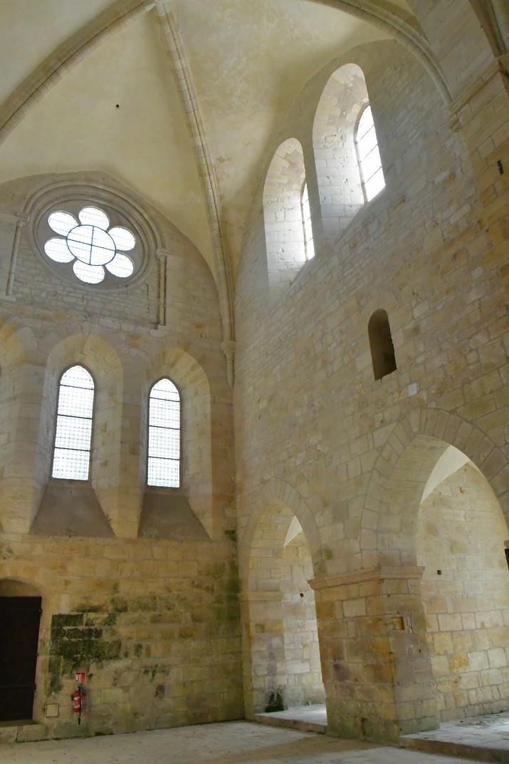 Transsepte nord de l'església abacial de Noirlac