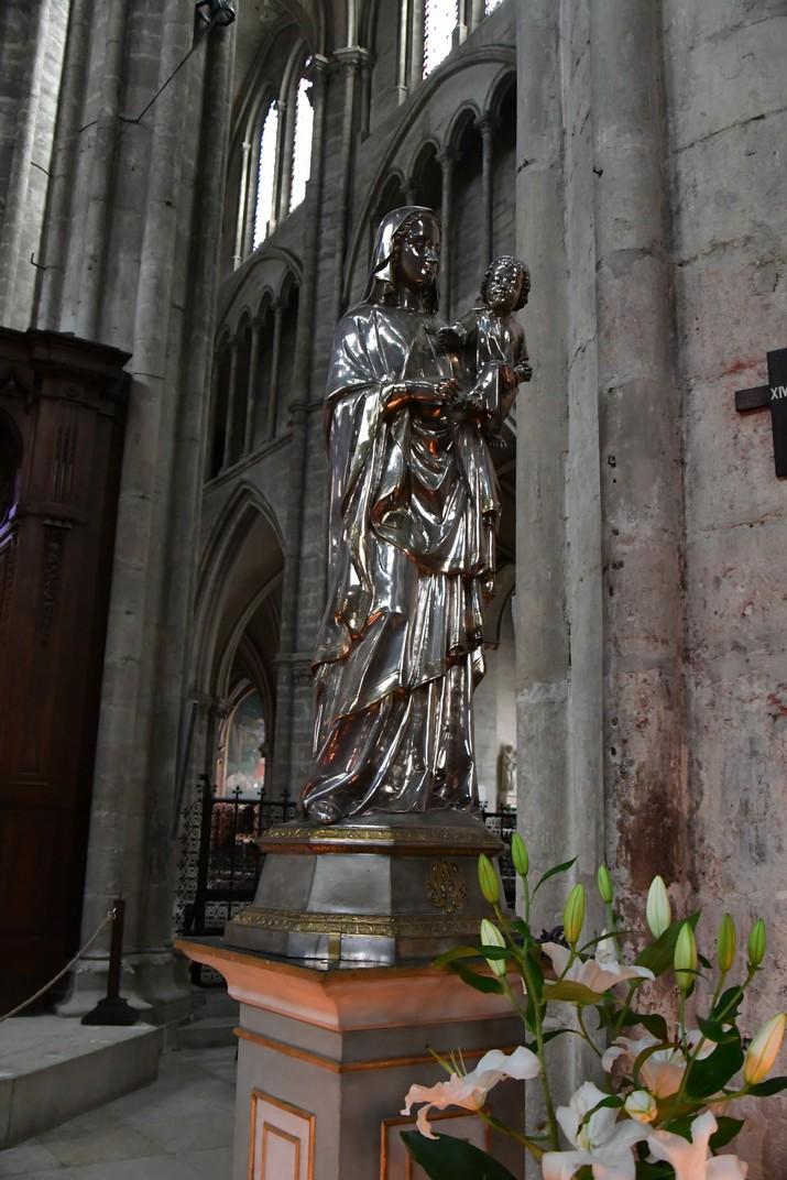 Verge amb el Nen de plata de la Catedral de Bourges