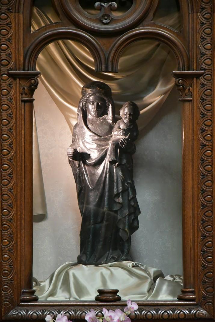 Verge Negra amb Nen de l'església de Santa Caterina de Brussel·les