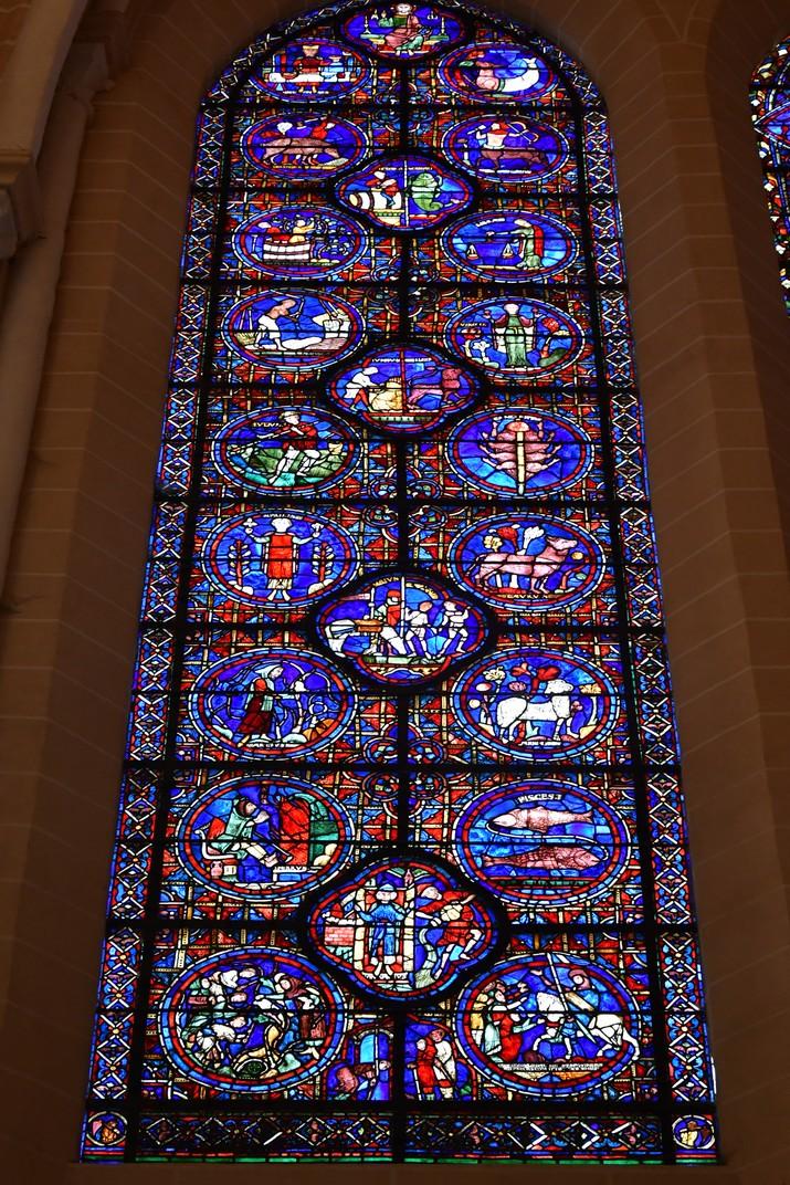 Vidriera dels signes del zodíac de la Catedral de Chartres